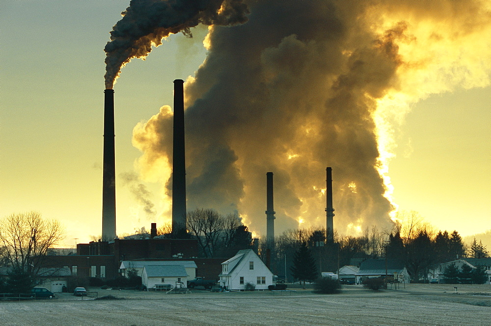 Coal burning power plant in Conesville, Ohio. An overwhelming majority of scientists from around the world now believe that carbon dioxide emmisions from the burning of fossil fuels is warming the earth.