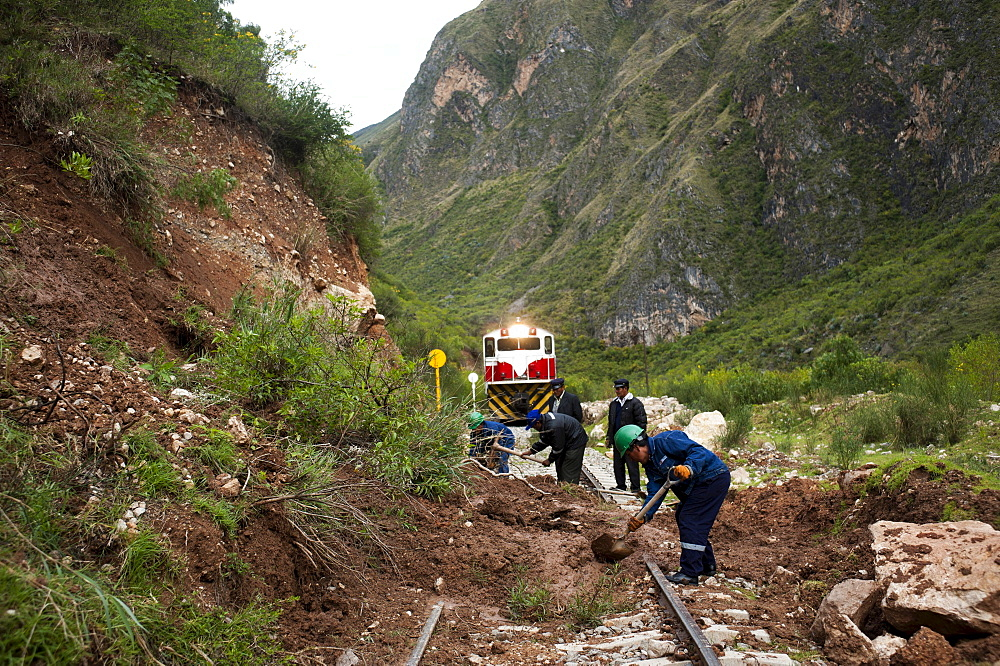 A crew of workers clears the tracks of the train that connects the Peruvian cities of Huancayo and Huancavelica. During the rainy season, January to March, the route is heavily affected by landslides.
