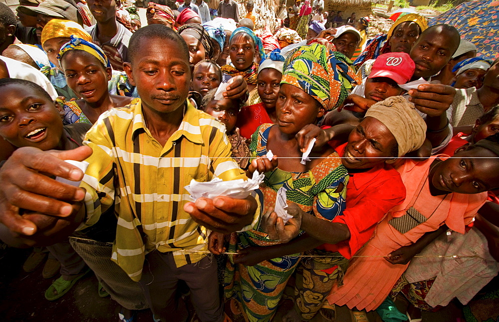 Congolese farmers wait to receive agricultural aid