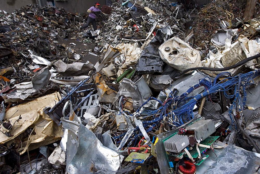 Taizhou Tongtian Electrical Appliance Co. Ltd., Fengjiang Disassembling Industrial Park, Taizhou City, Zhejiang Province, China.  Workers are sorting out scraps.