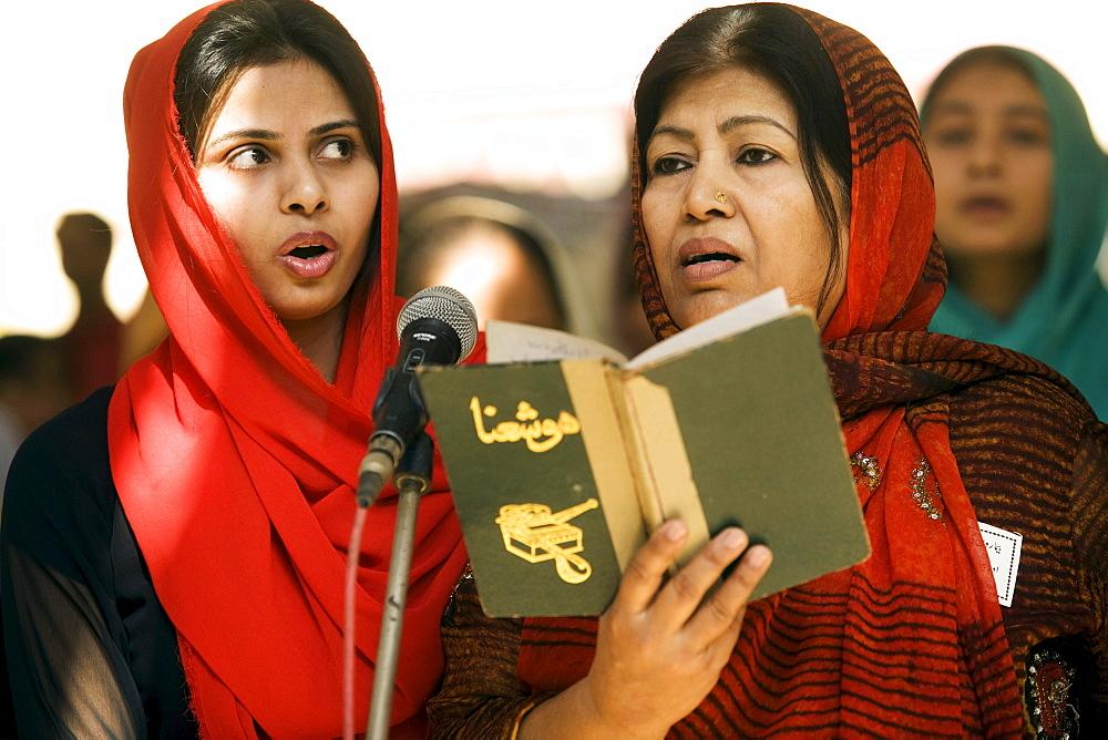 Pakistani Christians at a service in Karachi, Pakistan on February 1, 2008.