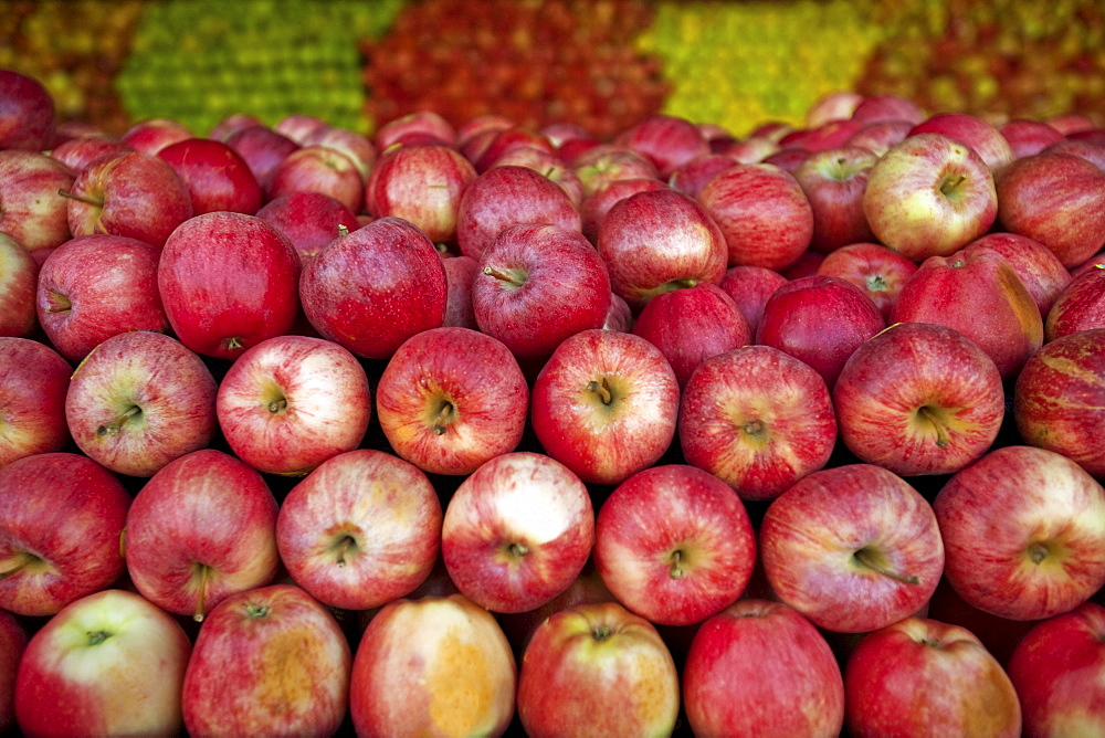 Red apples lay in a pile at a fruit stand in Maryland, USA.