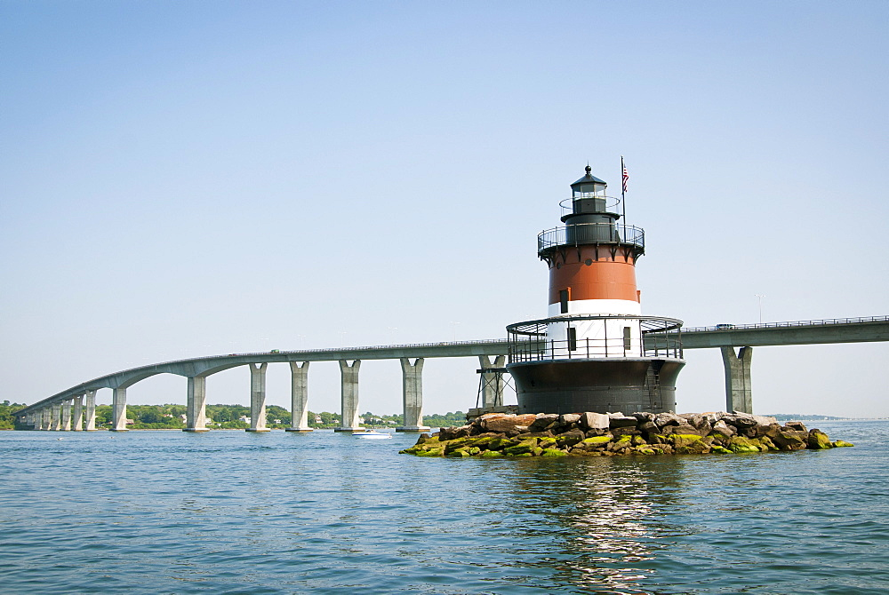 Plum Beach Lighthouse in front of the Jamestown Bridge, Rhode Island