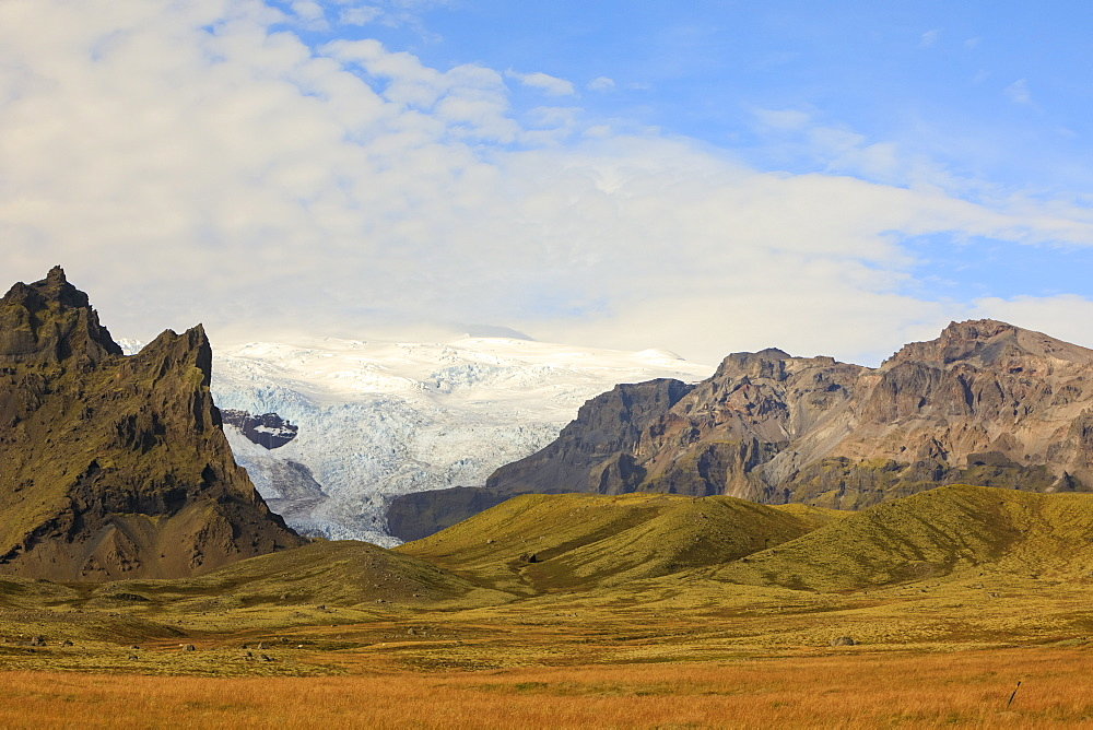 Majestic natural scenery with view of glacier and mountains, Vatnajokull National Park, Iceland