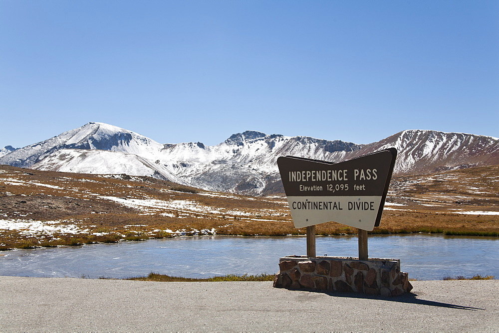 Independence Pass, Colorado, it runs between Twin Lakes and Aspen and is part of Colorado's Top of the Rockies Scenic Byway, USA