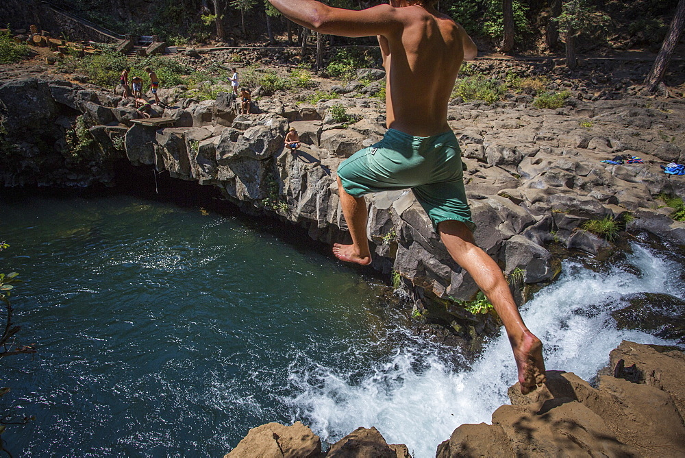 Rear view of single shirtless young man cliff jumping into?McCloud?River, California, USA - 857-96008