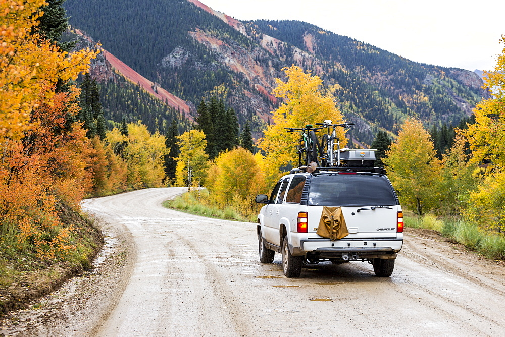 Rear view of 4x4 car on dirt road in natural setting, Alpine Loop, Colorado, USA