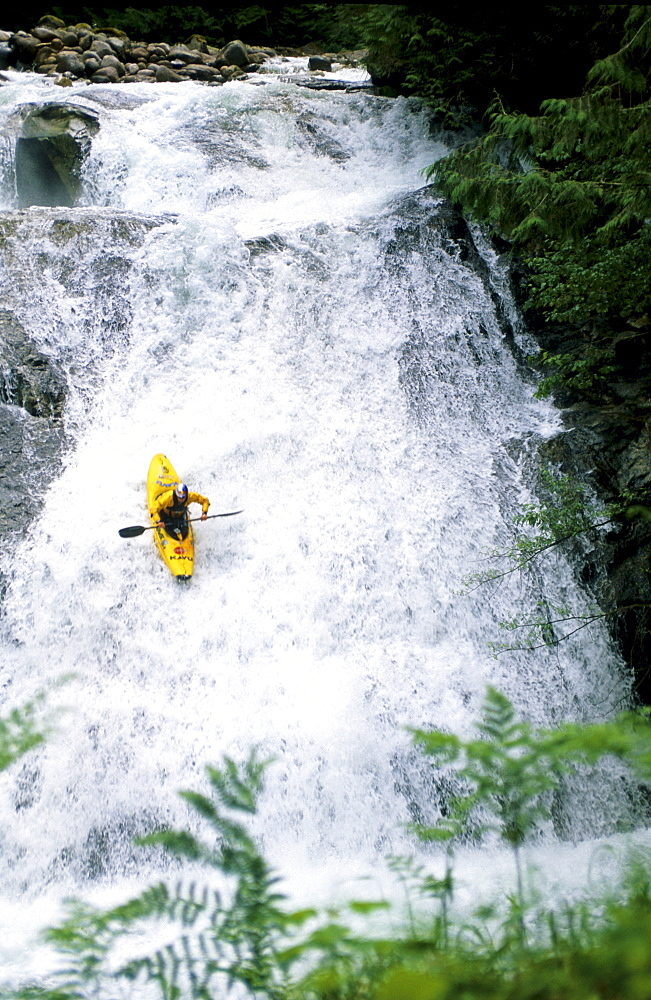 Extrem kayaker and world record waterfall holder (98,4 ft or 30 m) Tao Berman on a training day down the Skykomish river, Washington on July 15, 2002.