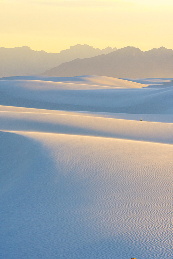 Majestic natural scenery of White Sands National Monument, Alamogordo, New Mexico, USA