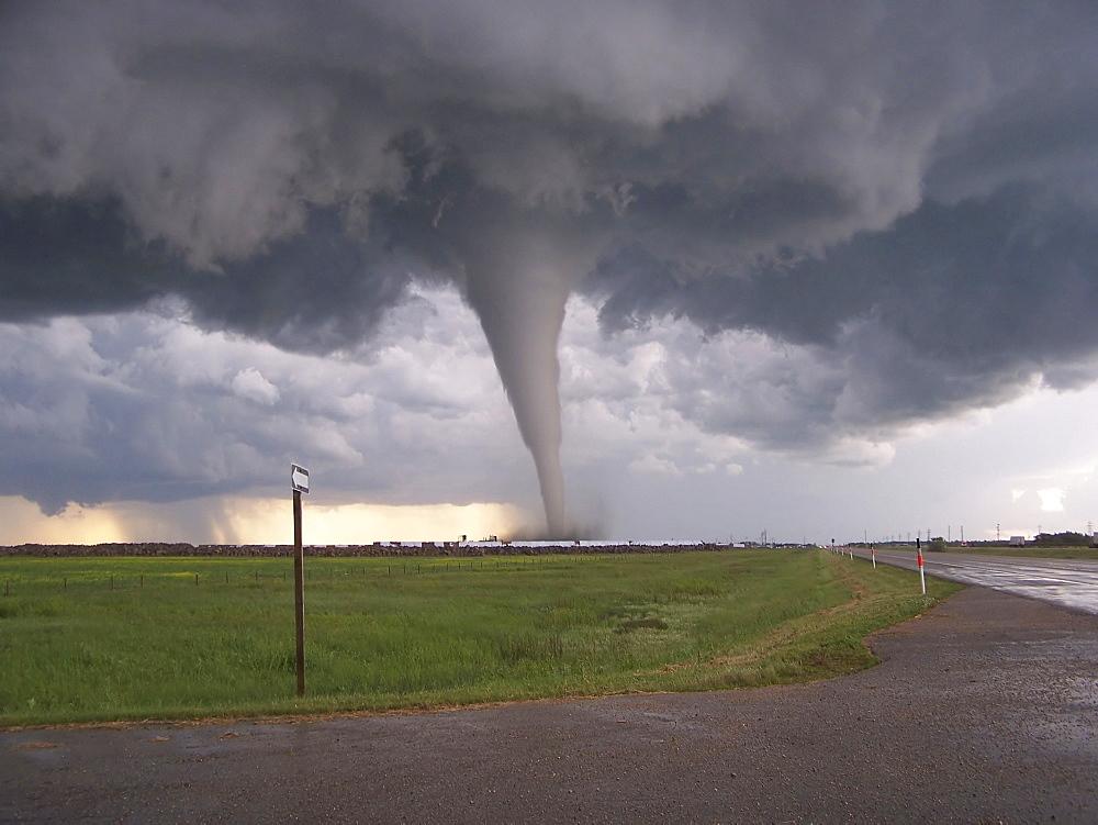 F5 Tornado Touches Down In Elie, Manitoba. - 1116-41541