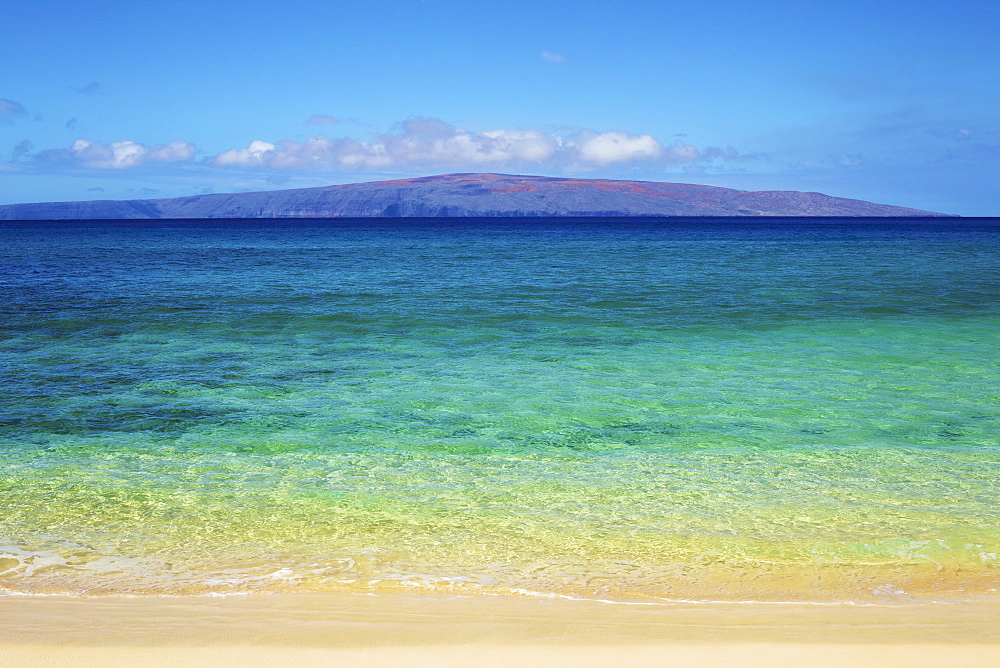 View of the mountains on an hawaiian island from the sandy shore, Hawaii united states of america