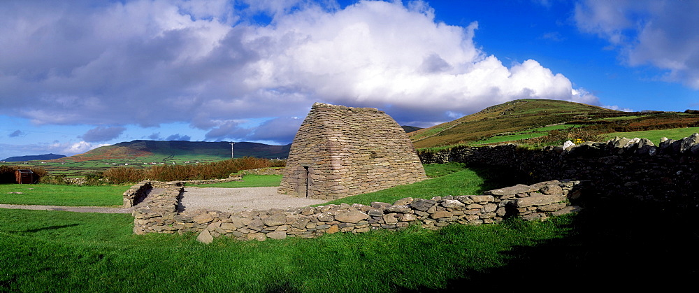 Gallarus Oratory, Dingle Peninsula, Co Kerry, Ireland