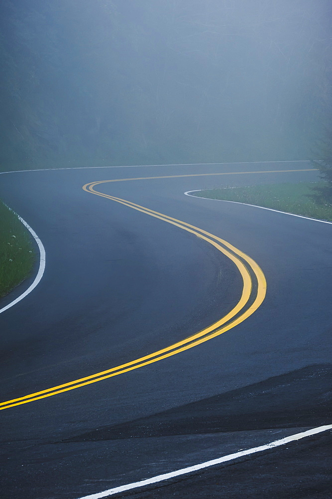 A curve in a road in great smoky mountains national park, Tennessee united states of america - 1116-41709