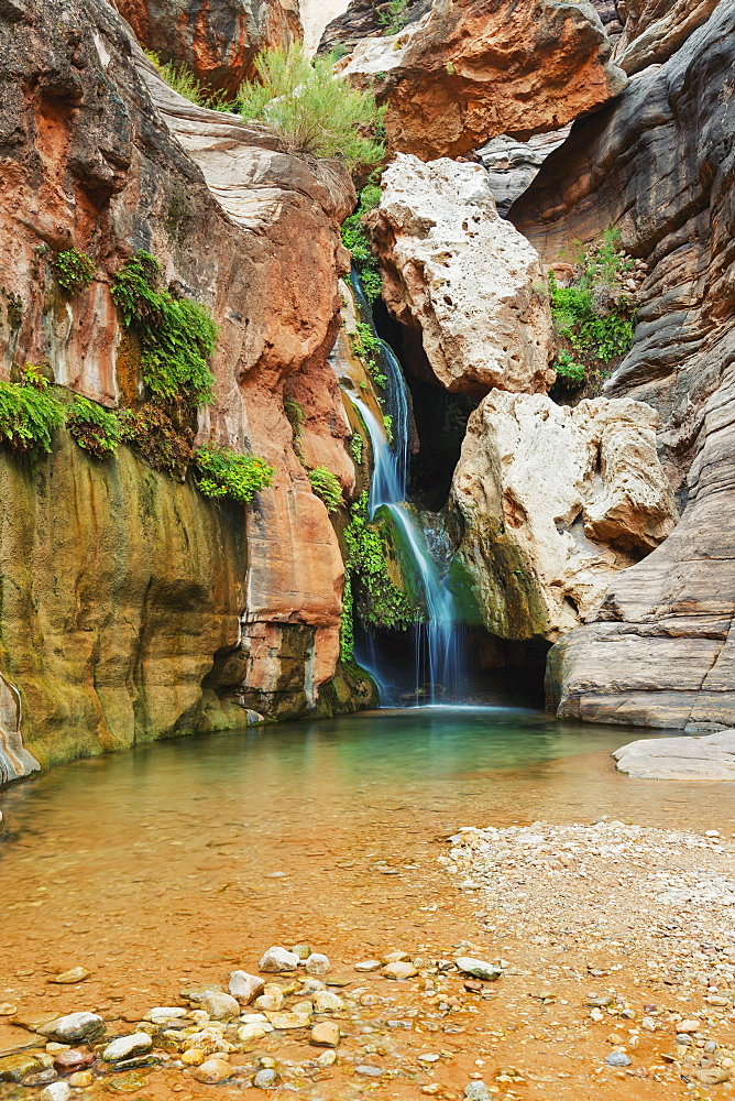 Elves chasm waterfall in grand canyon national park, Arizona, united states of america