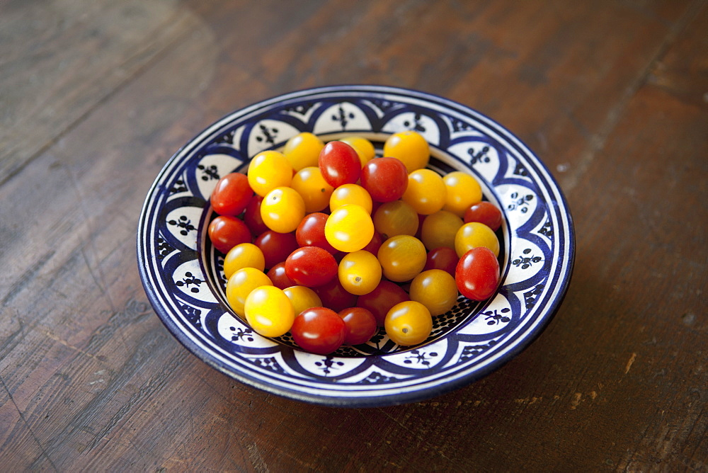 Close-up of cherry tomatoes in plate