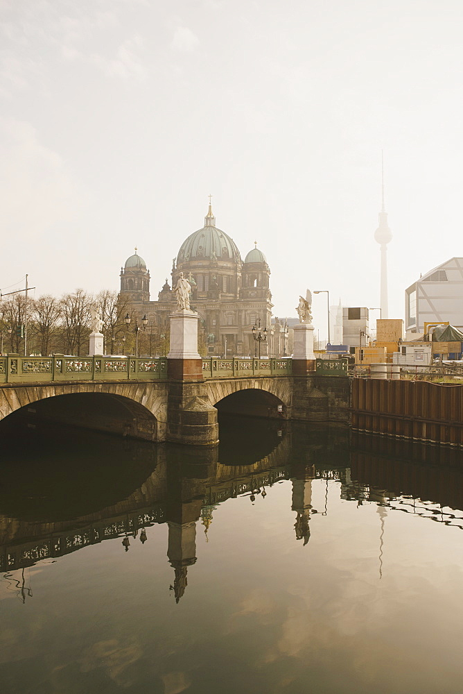 Berlin Cathedral behind Schlossbrucke Bridge and Spree River, Berlin, Germany