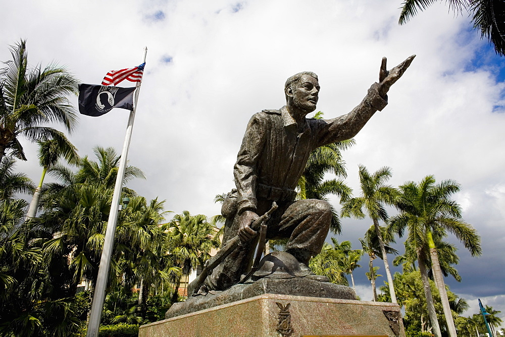 Low angle view of a statue in a park, Las Olas Boulevard, Fort Lauderdale, Florida, USA