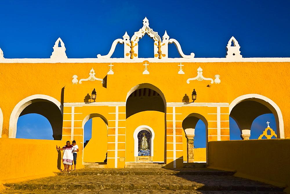 Facade of a church, Convento De San Antonio De Padua, Izamal, Yucatan, Mexico - 788-16405