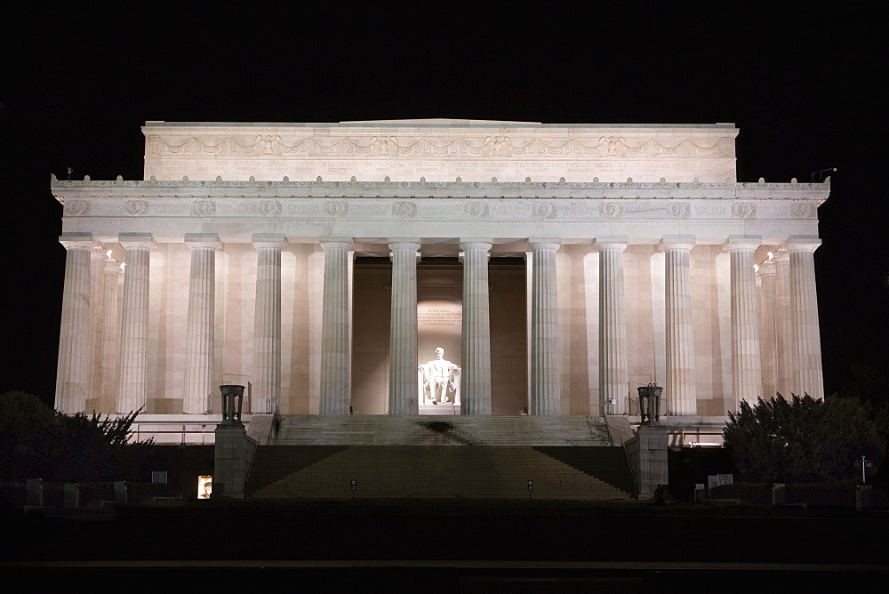 Facade of a memorial building, Lincoln Memorial, Washington DC, USA