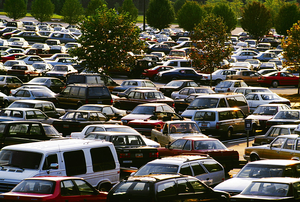 Shopping center parking lot with allot of cars in Georgia