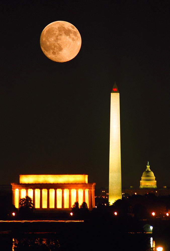 Government buildings lit up at night, Lincoln Memorial, Washington Monument, Washington DC, USA