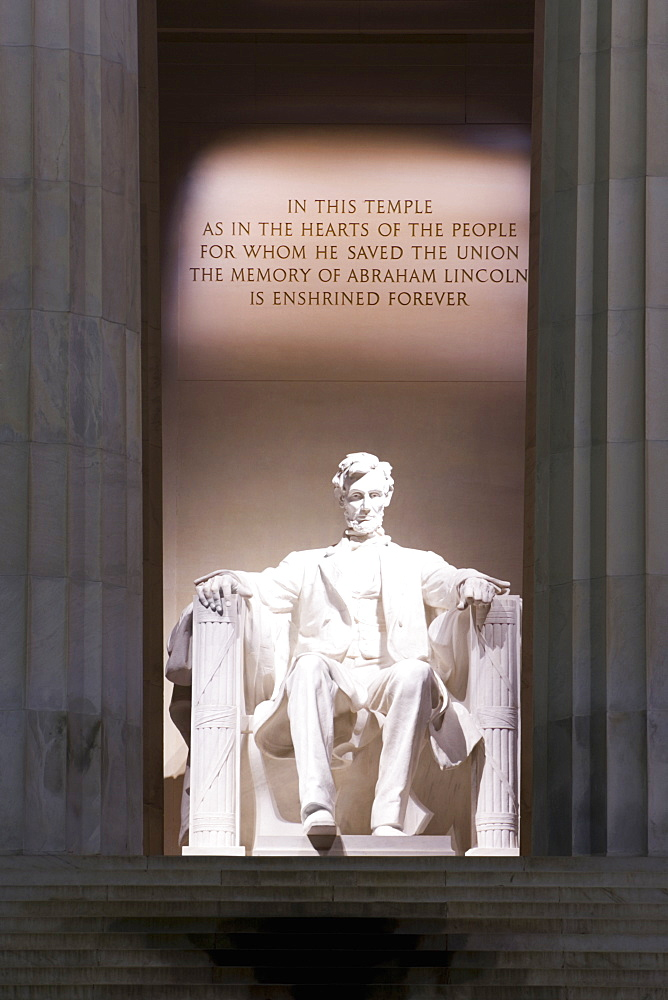 Abraham Lincoln Statue at a memorial, Washington DC, USA