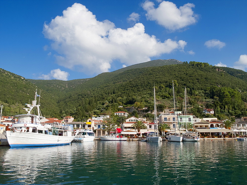 Greece, Kefalonia, Sami, view of yachts and sunny coastal harbour