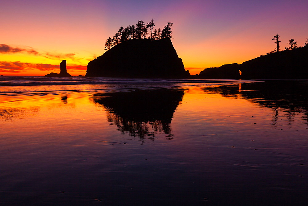 Second Beach at sunset in Olympic National Park, Washington, USA, Second Beach, Olympic National Park, Washington, USA