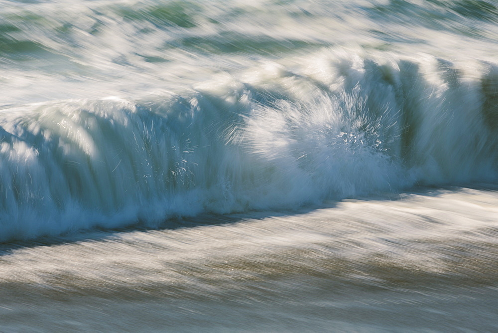 Waves crashing and breaking on the shore. - 1174-4628