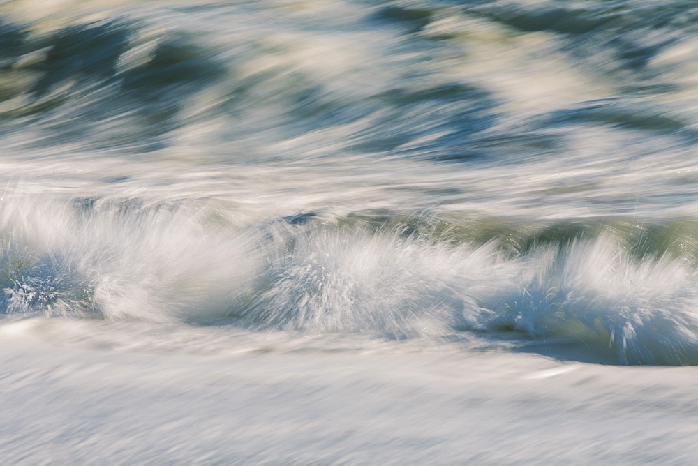 Waves crashing and breaking on the shore. - 1174-4629