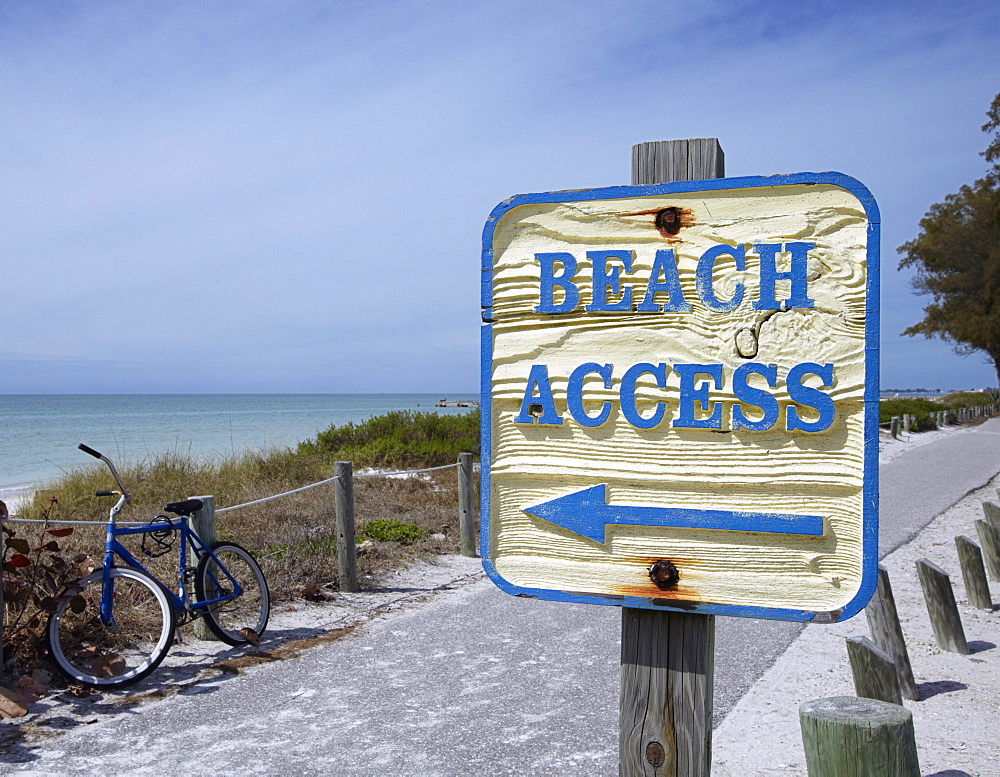 Sign Showing the Way to the Beach, Bradenton, Florida, USA