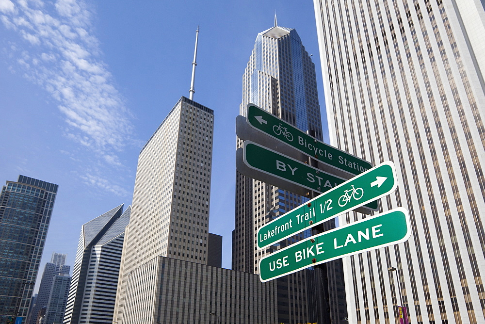 Close up of road signs on Chicago city street, Chicago, United States, Chicago, MINNESOTA, USA