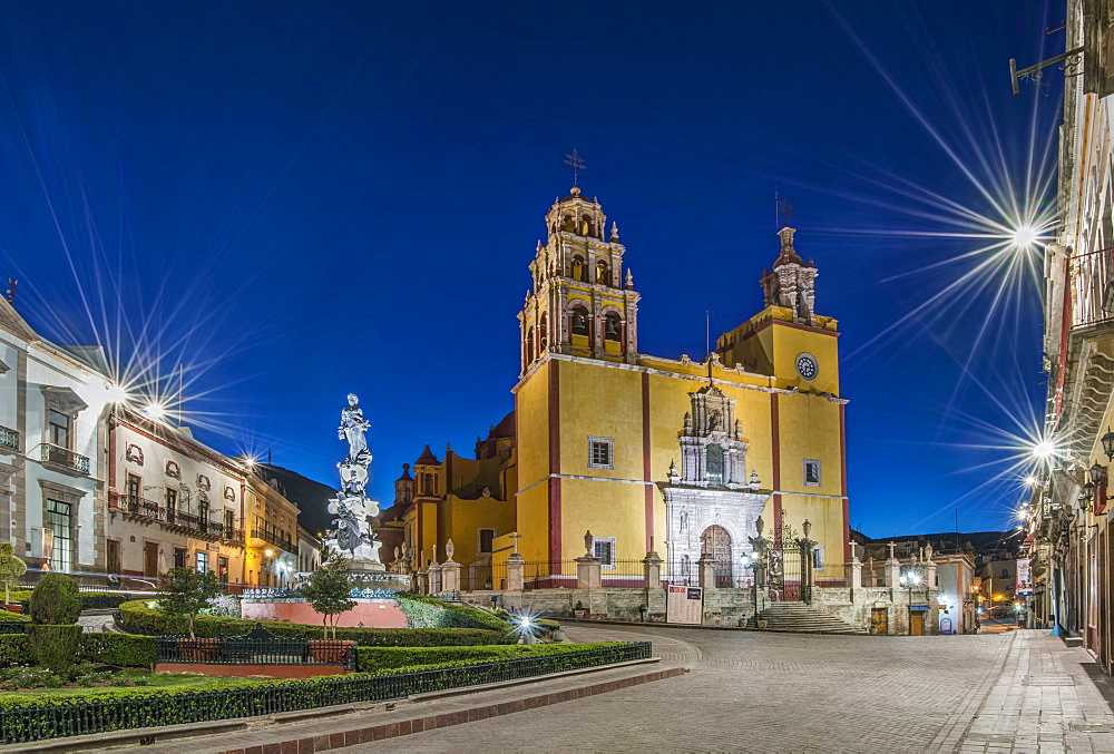 Our Lady of Guanajuato church in Plaza de la Paz at dawn, Guanajuato, Guanajuato, Mexico
