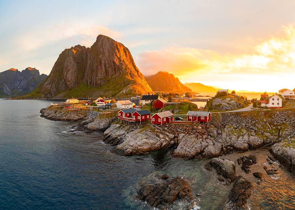 Red wooden huts, known as Rorbu, in the village of Reine on the Hamnoy island, Lofoten Islands Rorbu is a Norwegian traditional house used by fishermen, today most are used by tourists, Reine, Lofoten Islands, Norway