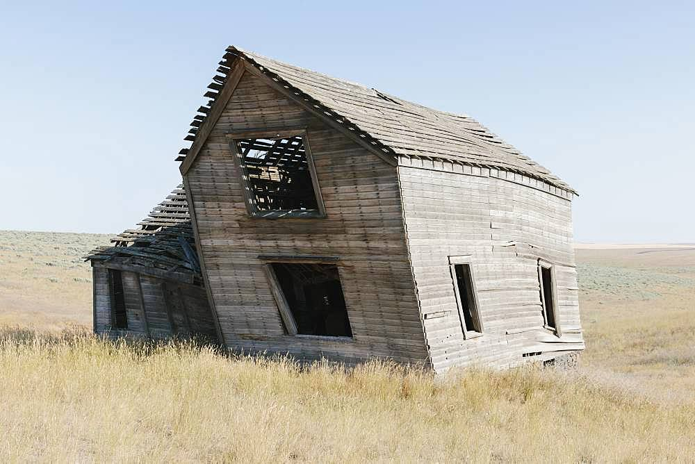 Abandoned farmhouse in vast grassland, Whitman County, Palouse, Washington, United States of America