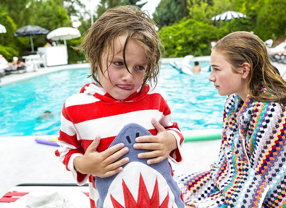 5 year old boy and his sister, poolsde
