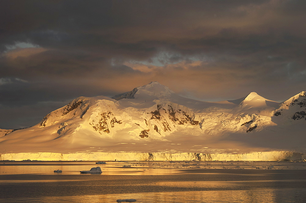 Sunset over the mountainous landscape of Antarctica, Antarctic mountains, Antarctica