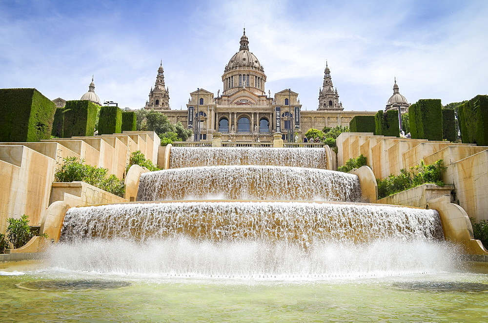 The magic fountain of Montjuïc with the Museu Nacional d'Art de Catalunya in the background, Barcelona, Catalonia, Spain