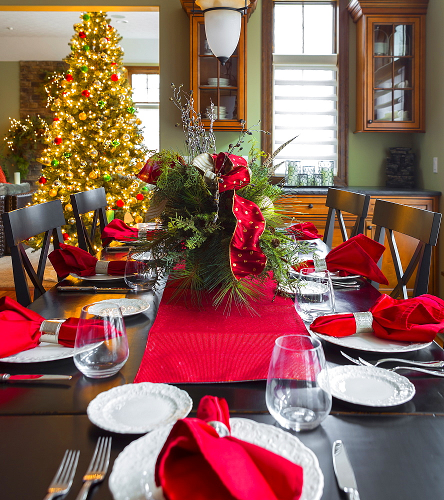 Christmas table and tree in dining room - 1174-6084