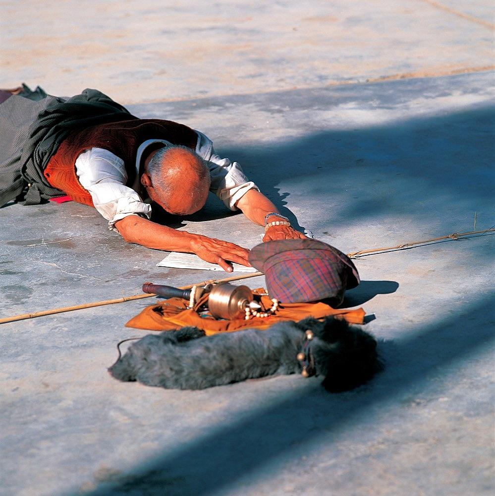 pilgrimer in full prostration