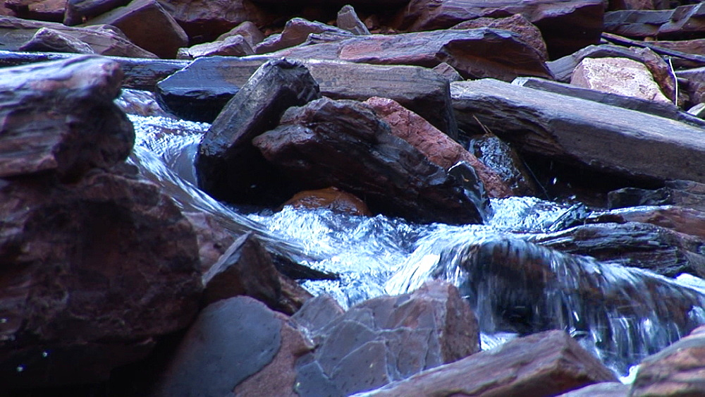 Water over rock formation. Australia - 945-392