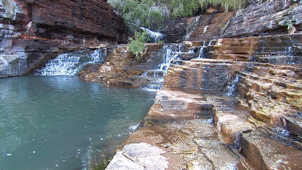 Water over rock formation. Australia - 945-395