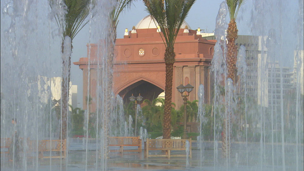 Palace Hotel, fountains in grounds, palms, Abu Dhabi, United Arab Emirates, Middle East - 1010-3405