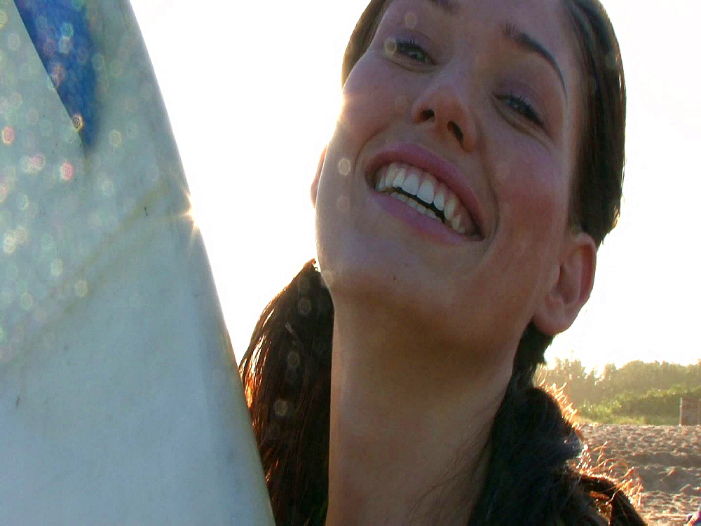 Brunette smiling and laughing - 1114-1824