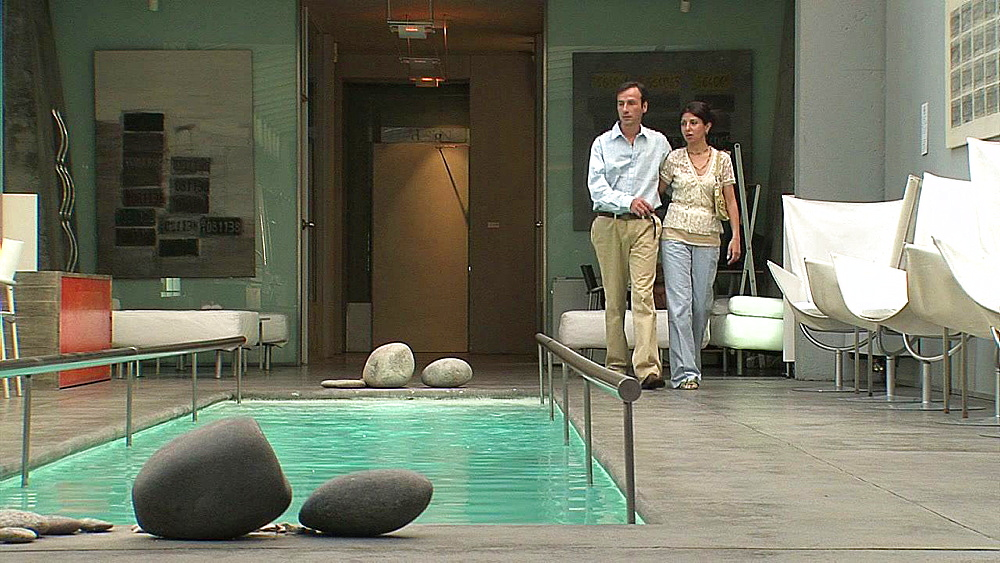 Couple walking by the swimming pool - 1114-2115