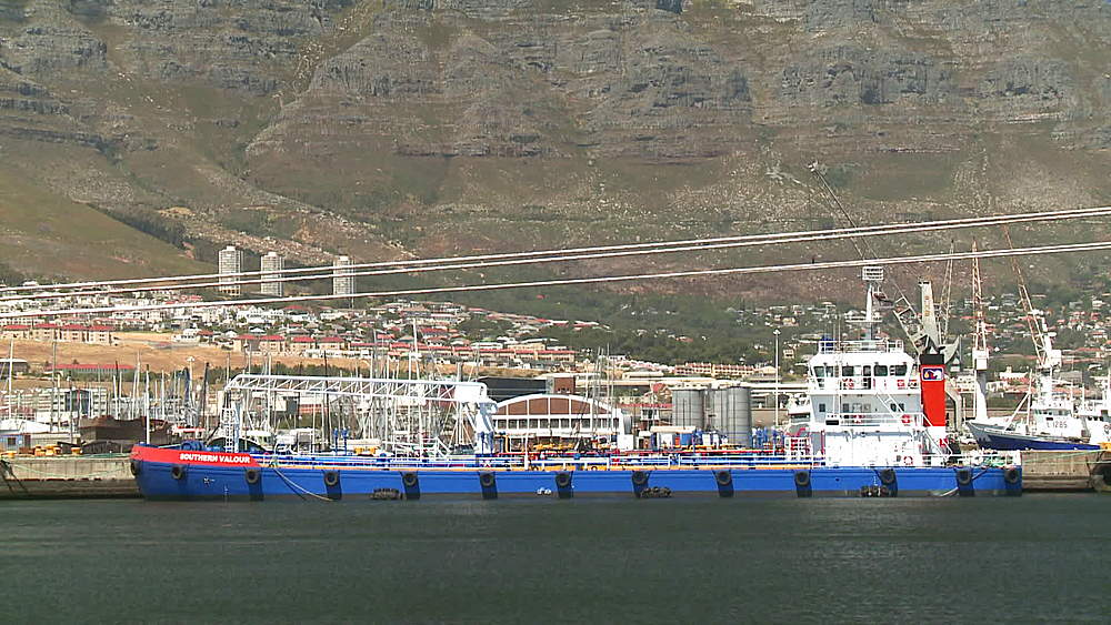 The 'Southern Valour' Oil Tanker berthed at an Oil Refinery in Cape Town at the base of Table Mountain, South Africa - 1182-172