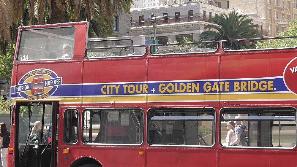 Double deck tourist bus near Union Square, Union Square, San Francisco, California, United States of America, North America