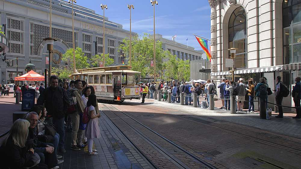Cable Car turning around at the end of Powell Street in San Francisco, California, United States of America, North America - 1276-1409