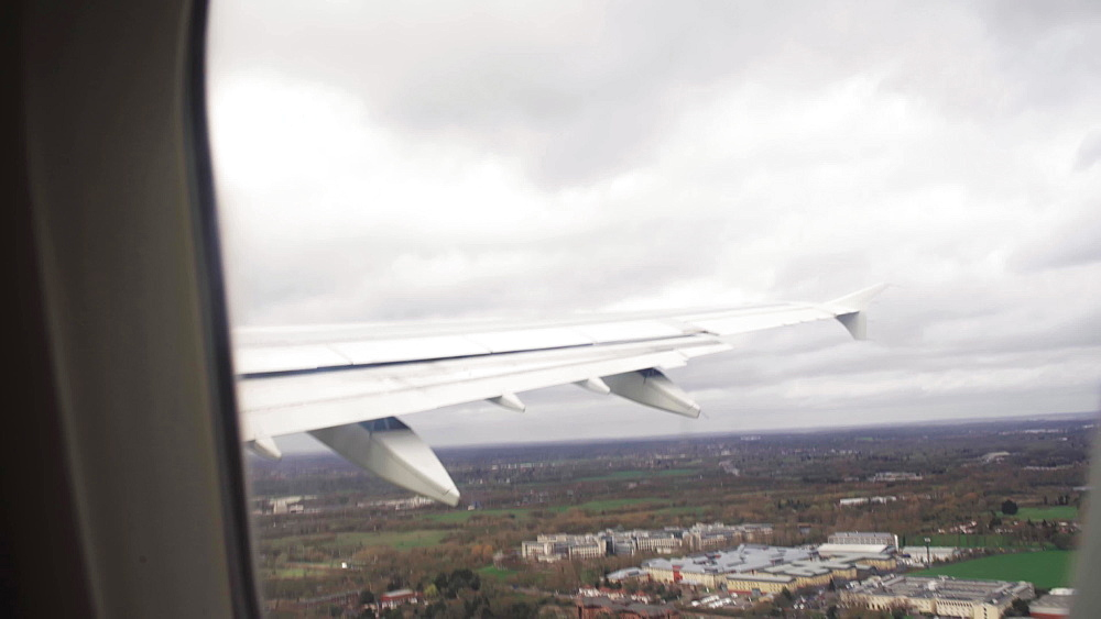 Video of plane taking off out of airplane's window, Heatrow, Unitted kingdom