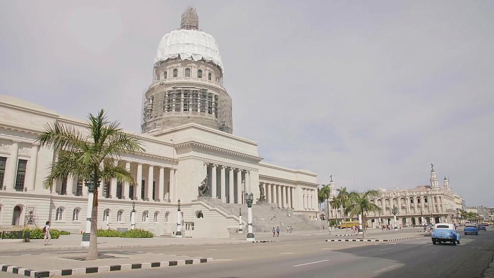Busy traffic and El Capitolio in La Habana (Havana), Cuba, West Indies, Caribbean, Central America